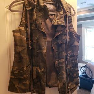 Hooded Camo vest size Medium